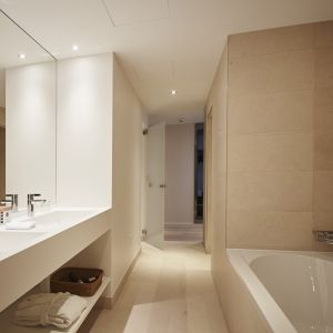 http://www.moderntimeshotel.ch/application/files/thumbnails/thumb_list_2x/7814/5855/4540/salle_de_bain_junior_suite.jpg